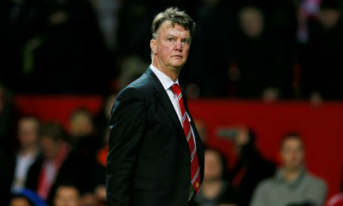 Lo lắng nhưng Van Gaal không nghĩ thay thế ông sẽ giúp Man Utd cải thiện tình hình. Ảnh: Reuters.