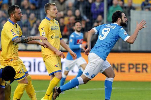 Higuain ghi bàn thắng thứ 18 tại Serie A mùa này. Ảnh: Reuters.