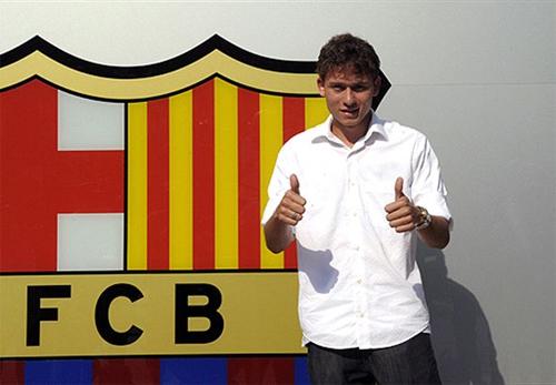 Keirrison ra mắt tại Barca hồi hè 2009. Ảnh: Reuters