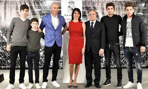 Bốn con trai cùng có mặt trong lễ nhậm chức của Zidane. Từ trái qua: Theo, Eliaz, Enzo và Luca. Ảnh: AFP.