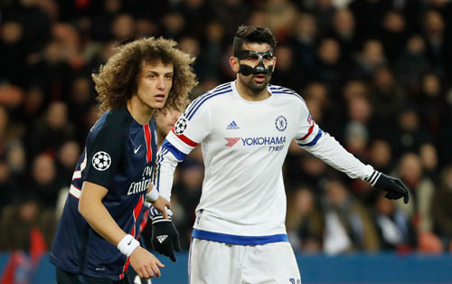 David Luiz theo kèm Diego Costa. Ảnh: Reuters.