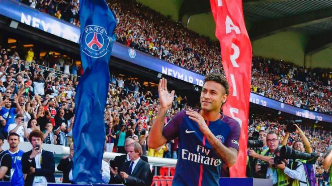 Không muốn làm Neymar thứ 2 Messi sẽ ký lại hợp đồng với Barca