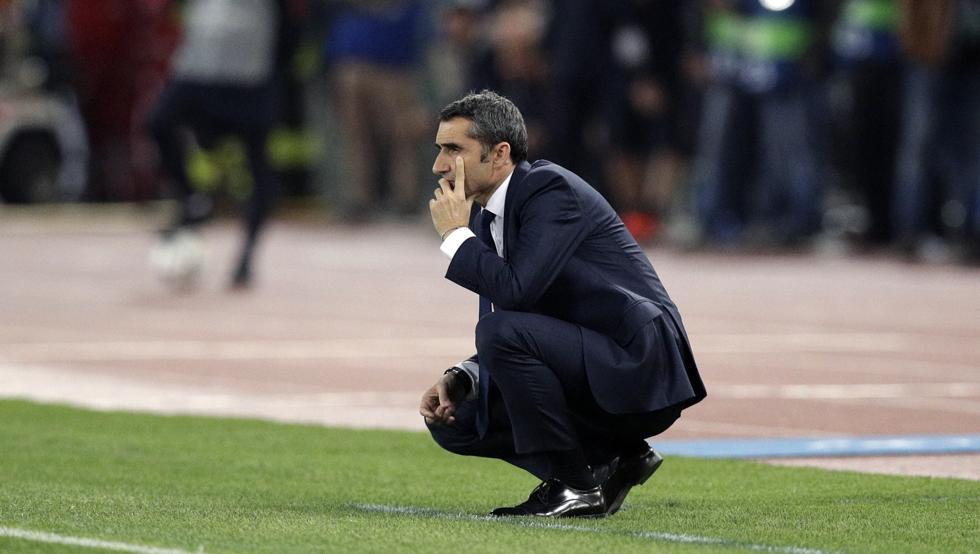 HLV Valverde bất đồng chiến thuật khiến Barca thua