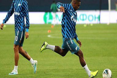 Cựu sao Barca có thể buộc phải rời Zenit
