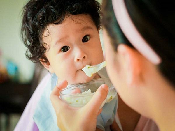 Chế độ ăn của trẻ các mẹ cần lưu ý