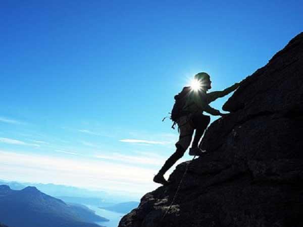Mơ thấy leo núi là điềm báo điều gì?